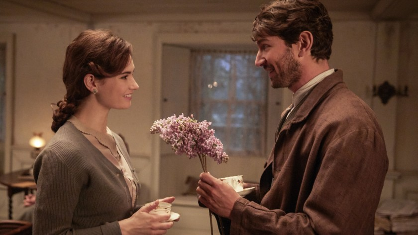 A Delight: The Guernsey Literary and Potato Peel Pie Society